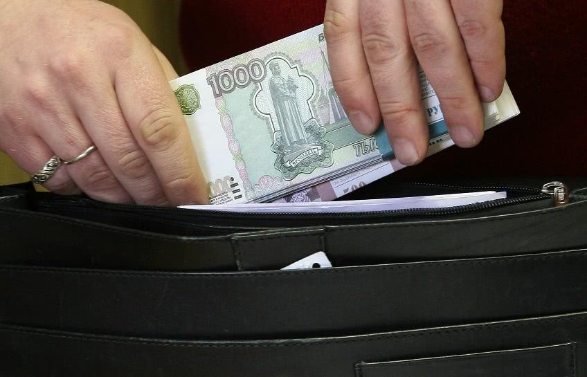От чего зависит среднемесячная зарплата