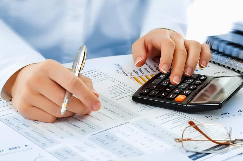 С компенсации за неиспользованый отпуск берет налог