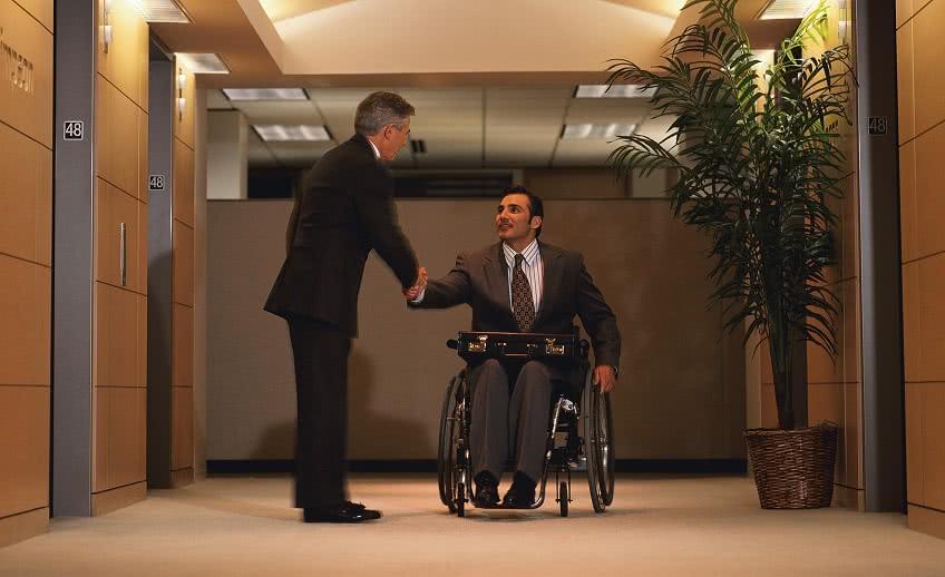 Компенсация инвалиду при увольнении