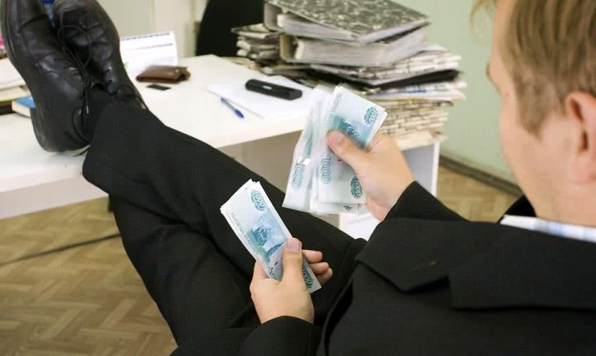 Какая зарплата у сотрудников налоговой