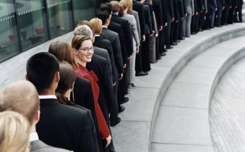 Как стоять в очереди за деньги