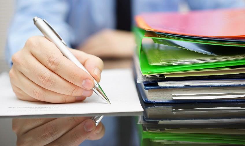 Как изменить фамилию в кадровых документах