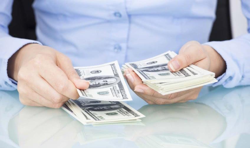 Сколько получают сотрудники банка?